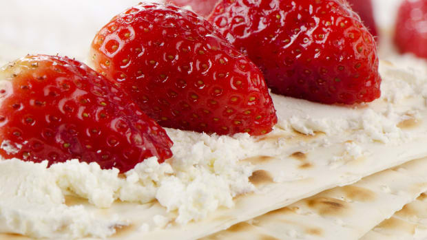 Strawberries and cream Cheese Matzo
