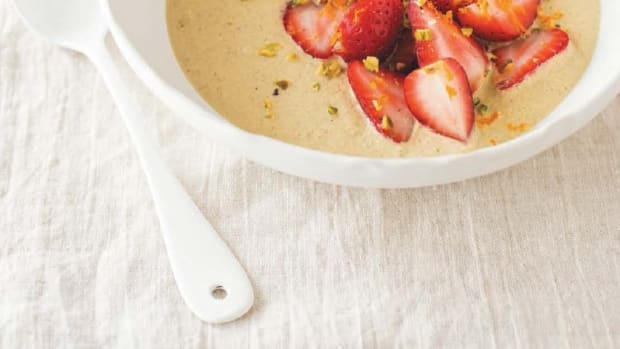 STRAWBERRIES WITH PISTACHIO CREAM