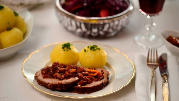 ROTKOHL - SWEET AND SOUR WARM RED CABBAGE WITH APPLES AND RAISINS