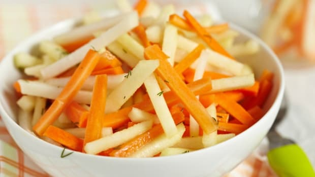 carrot and kohlrabi slaw
