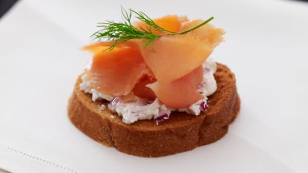smoked-salmon-and-goat-cheese-bruschetta