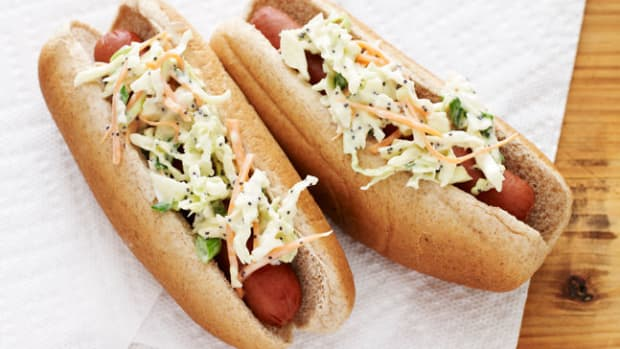 HOT DOG WITH POPPYSEED COLE SLAW