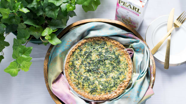 Jamie Geller - Spinach Caramelized Onion Quiche