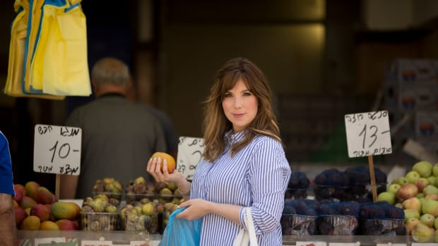 Jamie at the shuk with figs