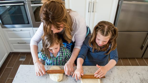 Jamie Geller Baking with Noa and Shaulie Dovid Geller 7
