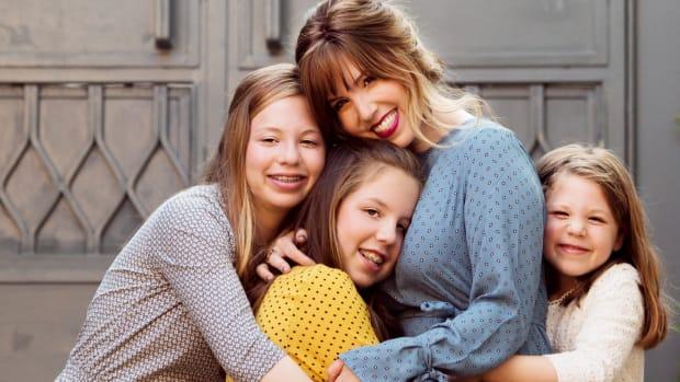 Geller Girls Hug in Yemin Moshe