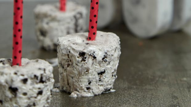 Cookies and Cream Cheesecake popsicles