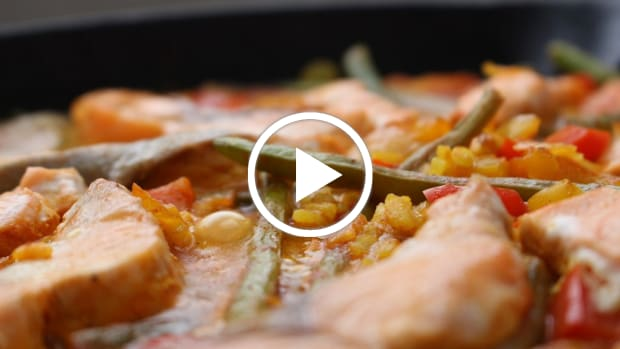 One-Pot-Salmon-Paella featured