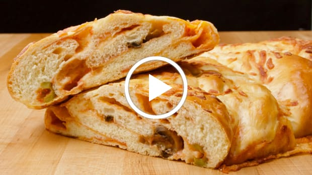 pizza-stuffed-challah-cover
