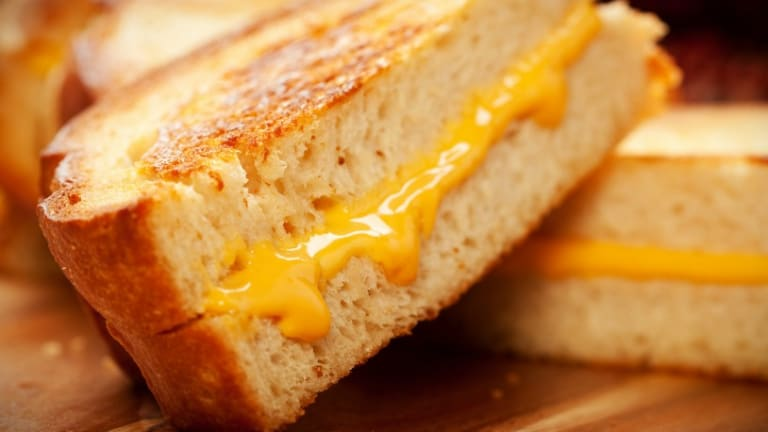 How To Serve Your Own Grilled Cheese Bar