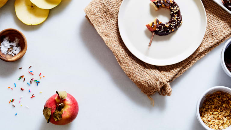 2 Ways To Slice It - Caramel Apples Made Easy
