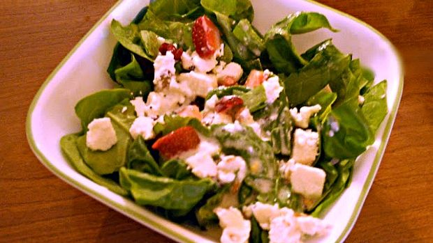 honey almond strawberry spinach salad