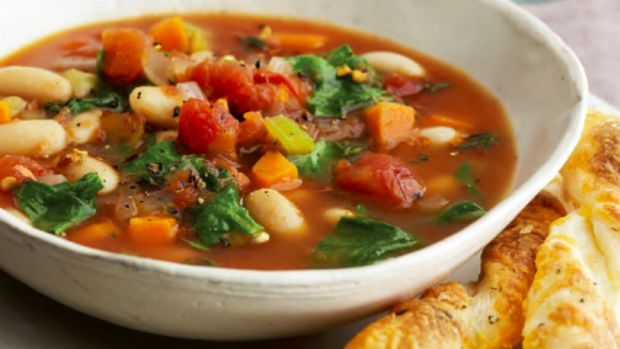 Country Spinach, Tomato and White Bean Soup