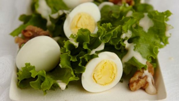 spring salad with walnuts