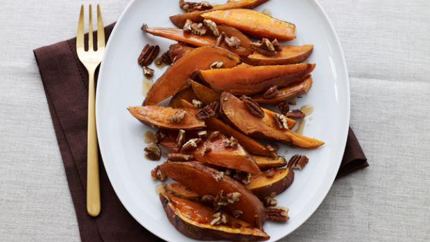maple-roasted-sweet-potatoes-with-pecans