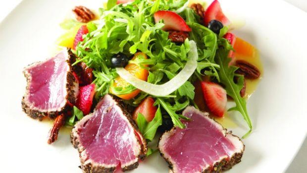 Jeff Nathan's Pepper Crusted Tuna on Arugula, Fennel and Orange Berry Salad