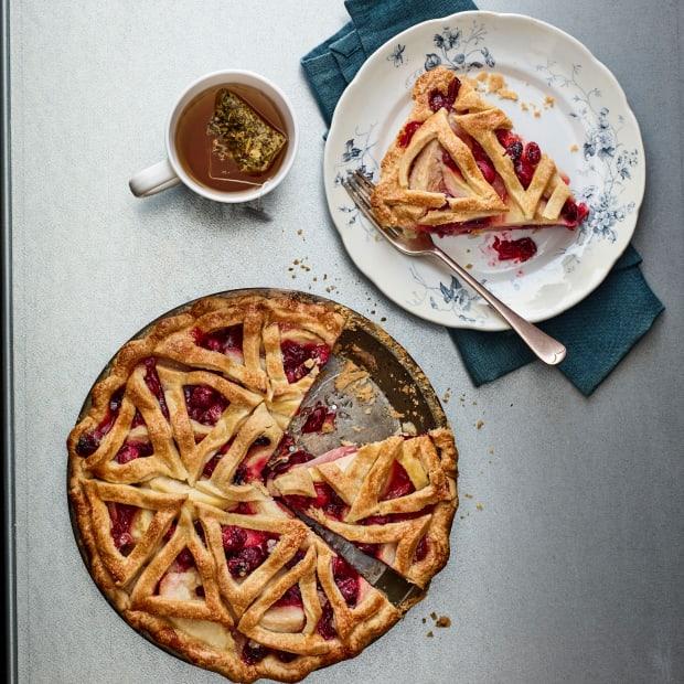 pear-cranberry-pie