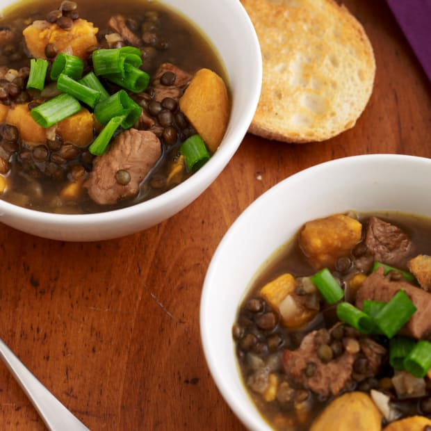 lentil and chicken soup with garlic toast