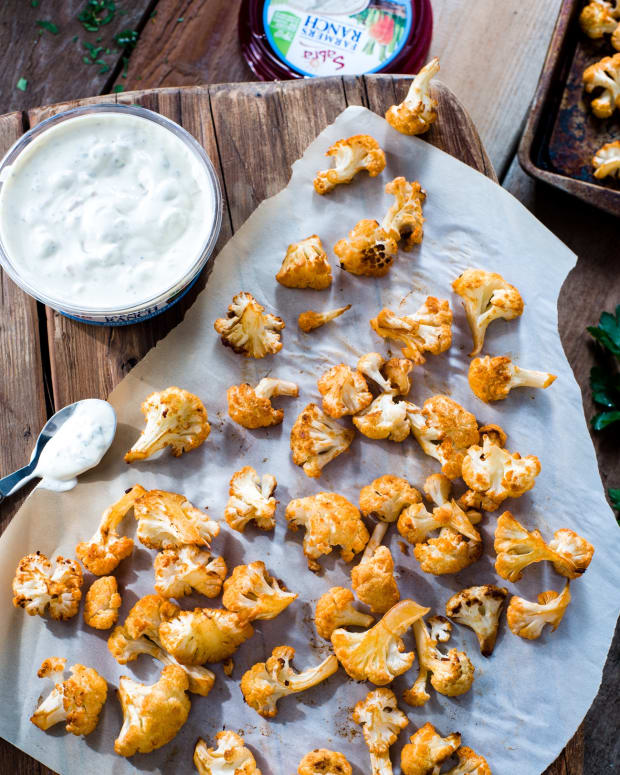 Buffalo Cauliflower with Farmer's Ranch Yogurt Dip sabra