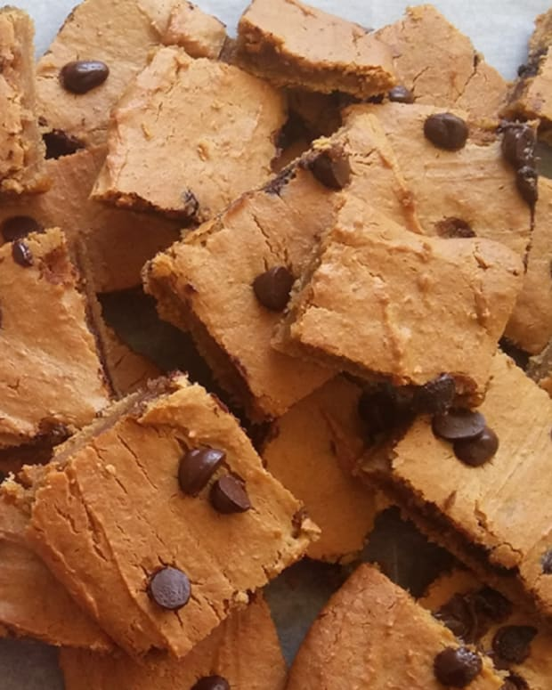 FLOURLESS CHICKPEA BLONDIES