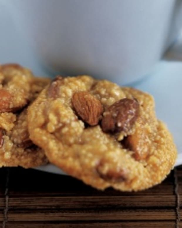 Almond honey clusters