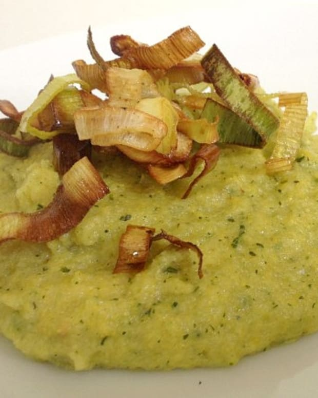 pesto polenta with frazzled leeks