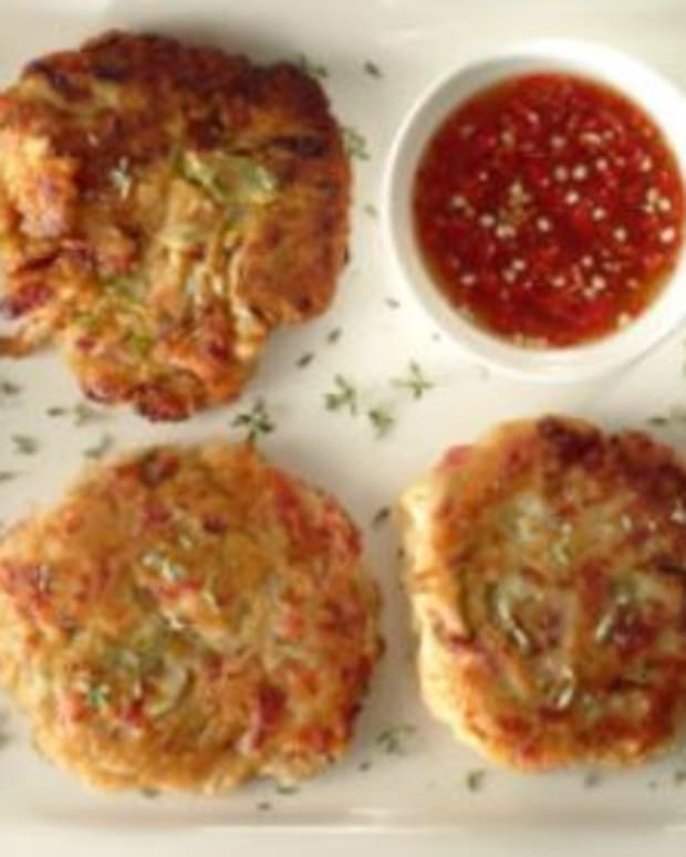 Pastrami Latkes with Sweet-Chili Mayo Sauce