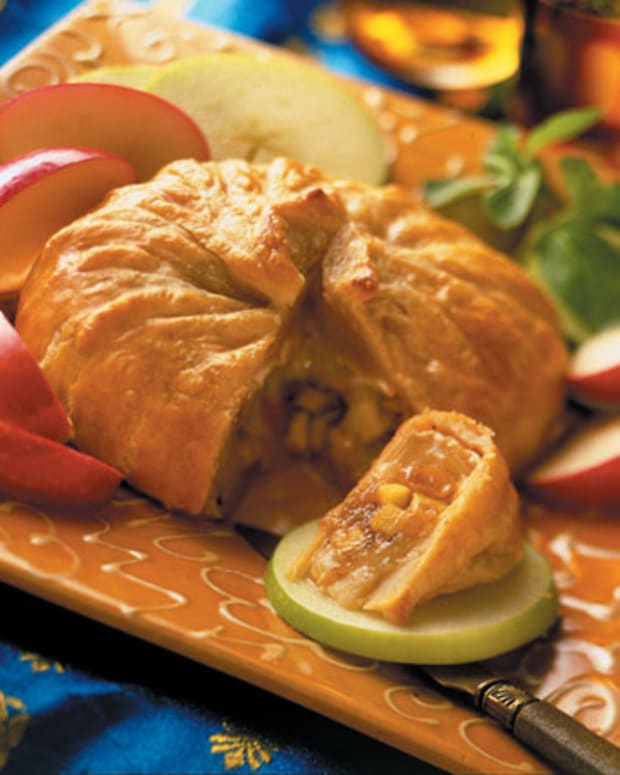 Apple Raisin Chutney-Filled Brie (Sev Paneer)