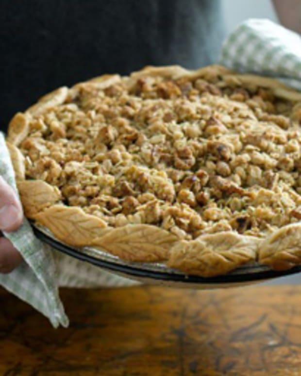 California Walnut Streusal Apple Pie
