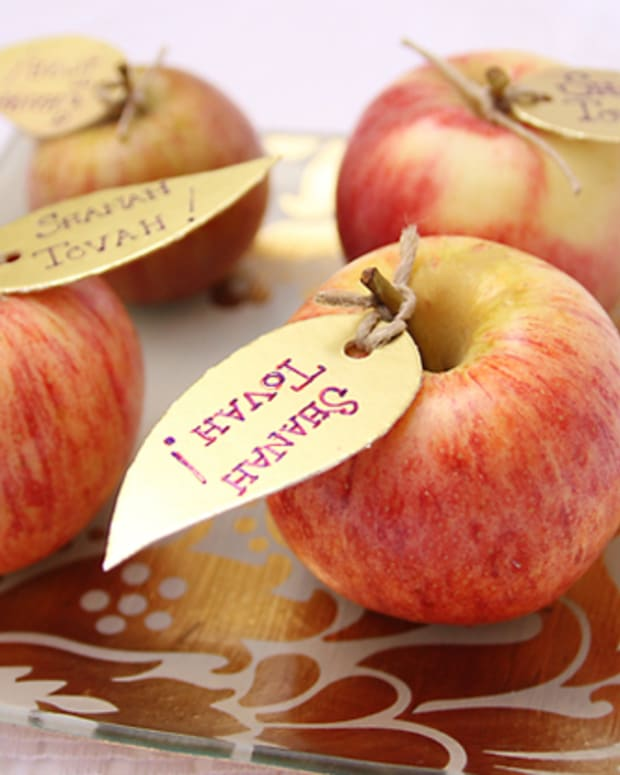 Rosh_HaShana_Craft_Golden_Apple_Leaves