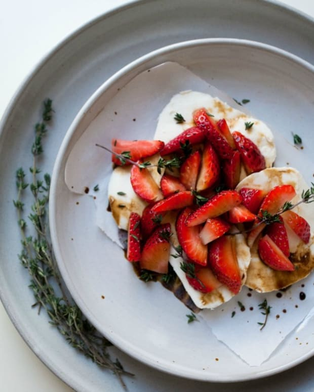 Strawbery Mozzarella with Thyme Balsamic Sauce