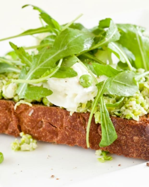 Peas with Ricotta and Mint on Grilled Crostini