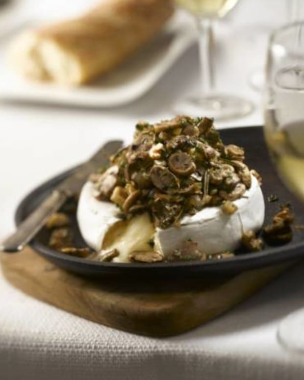 Baked Mushroom-Topped Brie