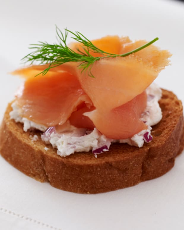 smoked salmon and cream cheese bruschetta