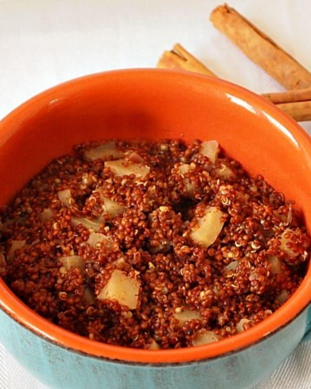 apples-and-cinnamon-quinoa-breakfast