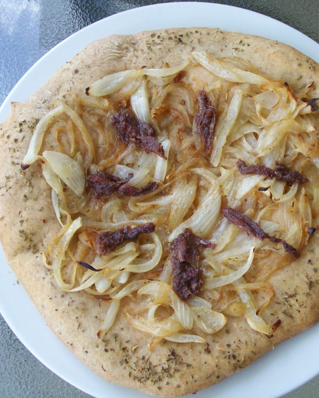 Onion-Anchovy Pizza