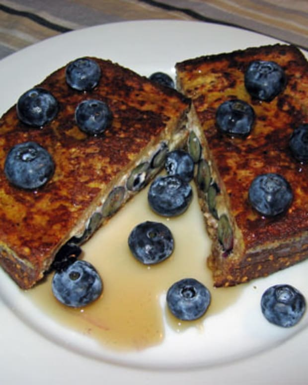 French Toast with Blueberries and Creamy Apricot Sauce