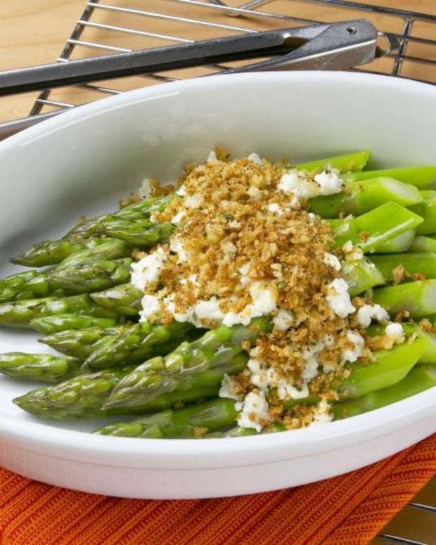 Baked Asparagus with Goat Cheese and Bread Crumbs