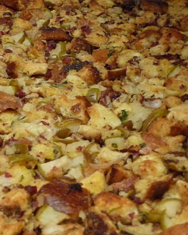 Chanterelle and Pear Bread Stuffing