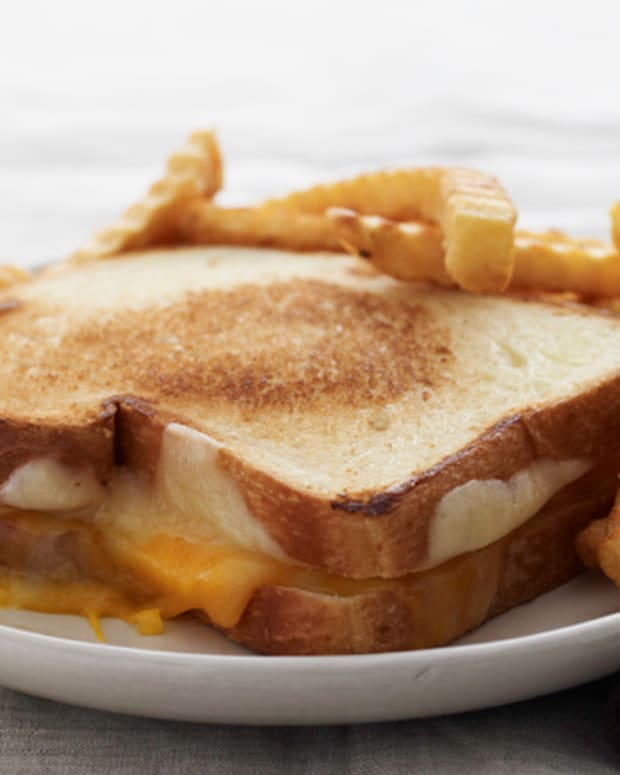 grilled-cheese-and-fries