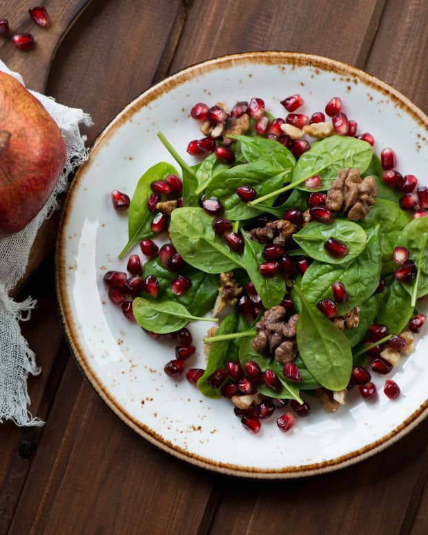Spinach Salad with Pomegranate Dressing