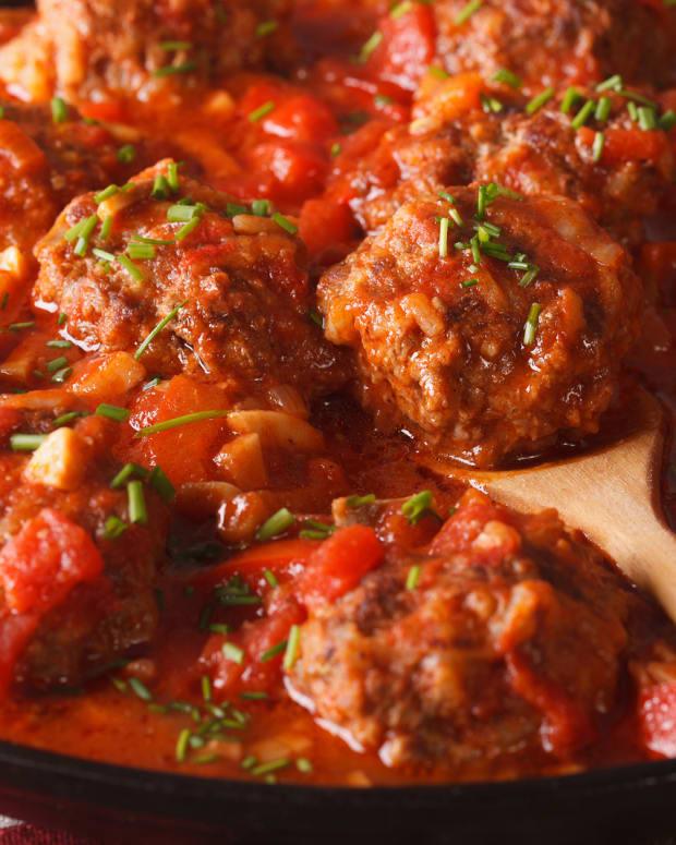 albondigas in spicey tomato sauce