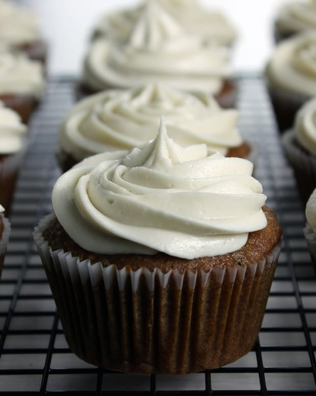 bigstock-Vegan-Applesauce-Cupcakes-With-37549222.jpg