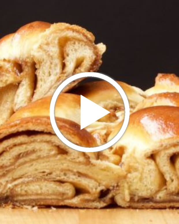 Cinnamon Roll Challah Video