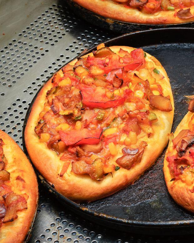 lox and vegi pita pizza