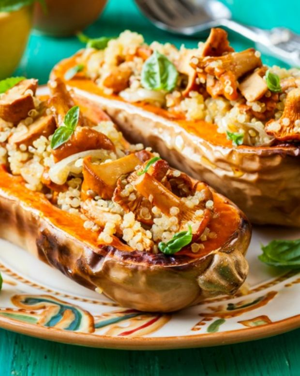 quinoa and mushrooms stuffed squash