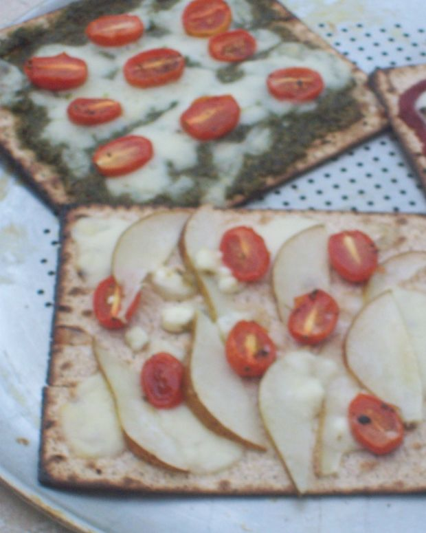 Caramelized Onion Matzo Pizza