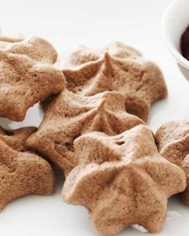 Chocolate Meringue Stars with Raspberry Sauce