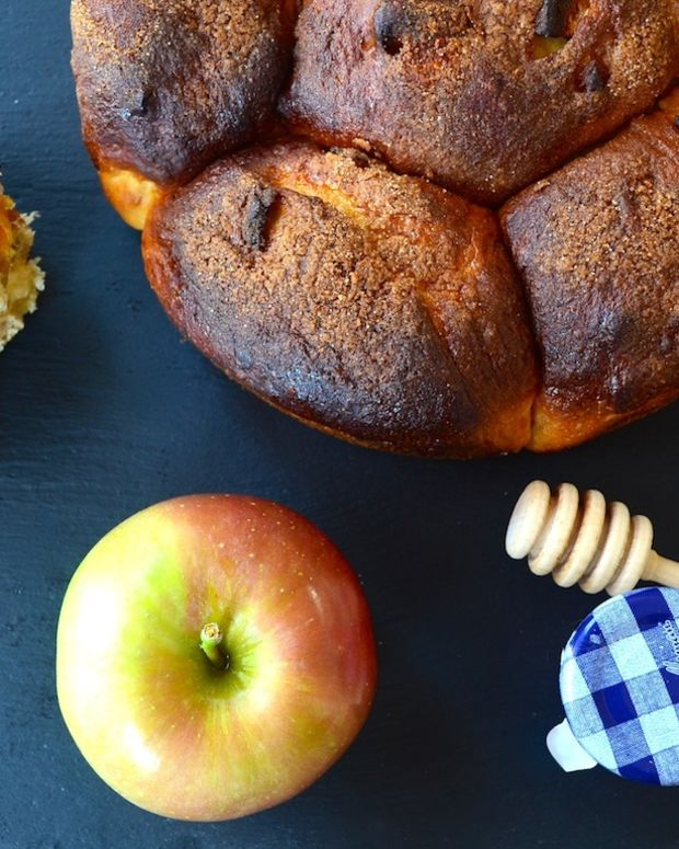 Apples and honey challah gawker