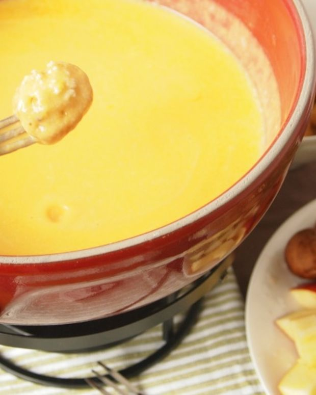 Cheddar and Beer Fondue